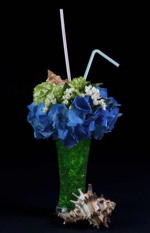 Аранжировка - коктейл от цветя