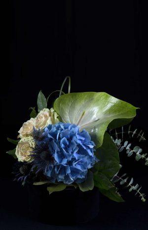 Букет с хортензия, рози и антуриум