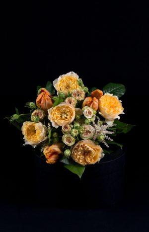 Букет от роли, лалета и мини рози