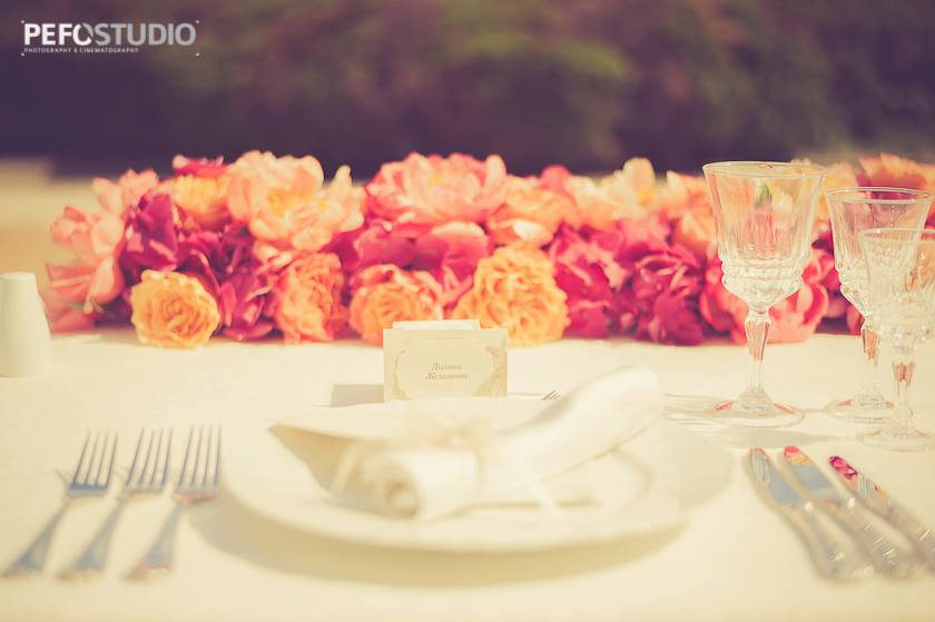 Булчинска маса с цветя аранжирани от Ama-no