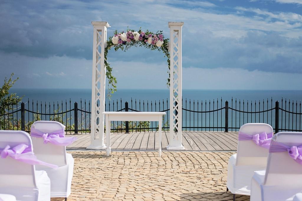 Арка от цветя за сватба от Амано