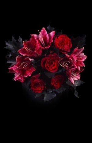 Букет с червени рози и амарилиси