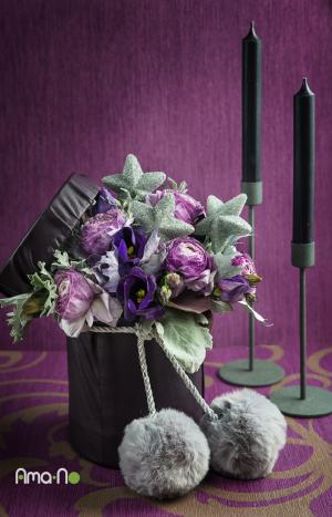 Лилава декорация на цвете