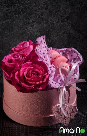 Аранжировка с цикламени рози
